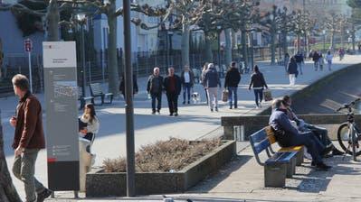 Die Promenade am Rorschacher Seeufer ist dieser Tage gut besucht. Der vom Bund empfohlene Sicherheitsabstand zu anderen Menschen ist nicht überall möglich. (Martin Rechsteiner)