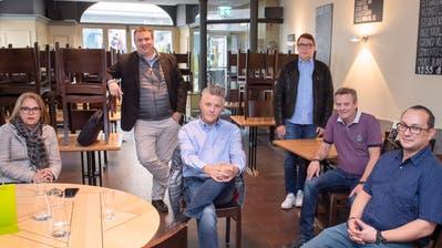 Ausgelassenheit sieht anders aus: Der Vorstand von Gastro Stadt St.Gallen im Krisenmodus im «Bierfalken». (Bild: Urs Bucher)