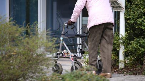 Ab Donnerstagabend gilt im Kanton Uri eine Ausgangssperre für Senioren. (Keystone)