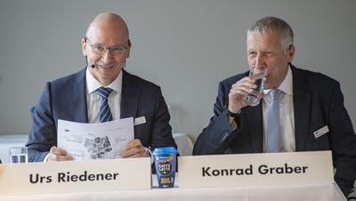 Zufrieden mit dem Jahresergebnis: Emmi-CEO Urs Riedener und VR-Präsident Konrad Graber. (Bild: Urs Flüeler/Keystone)