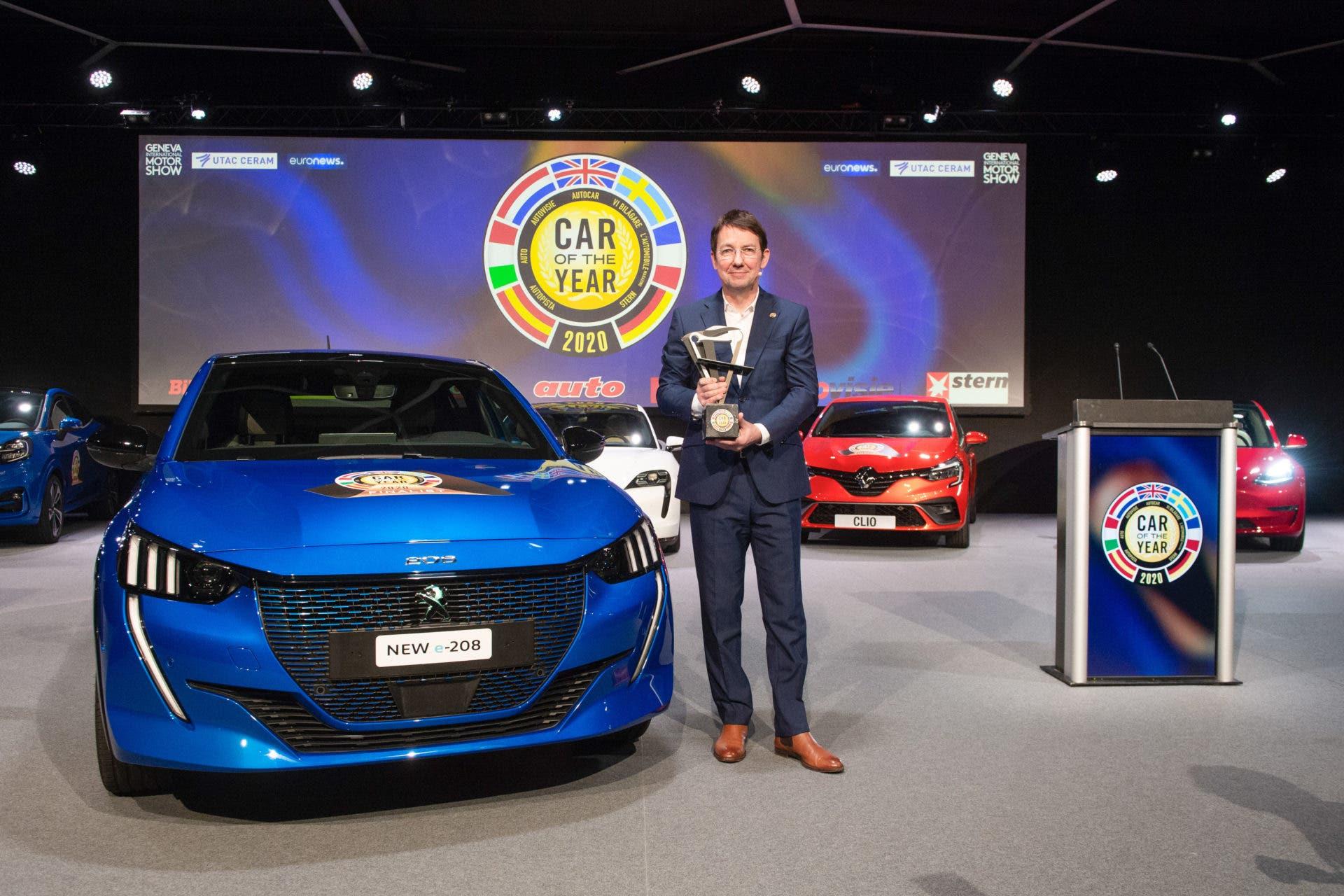 1. Platz: Der Peugeot 208 (281 /290 Punkten). Daneben zu sehen: Jean-Philippe Imparato, Markendirektor von Peugeot.