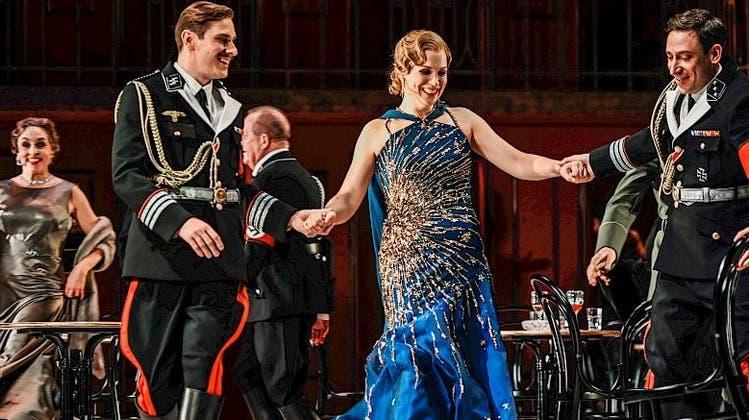 Tanz am Abgrund - Arabella in zwielichtiger Gesellschaft. (Foto: Toni Suter/Opernhaus Zürich)