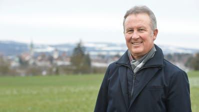Heinz Egli beim Junkholz, von wo Stadt und Region bei gutem Wetter überschaubar sind. ((Bild: Donato Caspari))