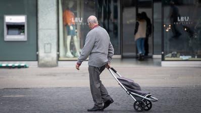 Das BAG empfiehlt Personen aus Risikogruppen und ab 65 Jahren zuhause zu bleiben. (Urs Bucher)