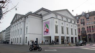 Das Luzerner Theater: Der Wert der Nordfassade (links) ist äusserst umstritten. (Bild:Corinne Glanzmann (Luzern, 29.November 2018))