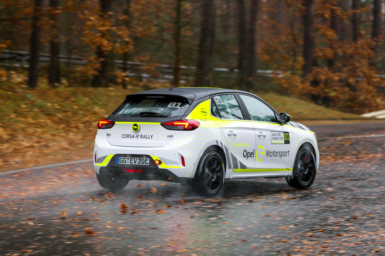 Das ist wichtig: Zu rein elektrischen Rallyefahrzeugen existieren bisher keine Erfahrungswerte- Opel ist Pionier auf diesem Gebiet. Mit dem e-Cup-Fahrzeug will Opel über die ADAC Opel Rallye Academy und die ADAC Opel e-Rally Cup unter anderem auch Nachwuchsfahrer fördern.