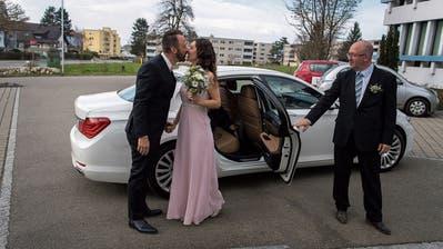«Ein Kuss mit der Frau, die ich liebe und mit der ich zusammenwohne, muss möglich sein», sagt Mike Walter. (Bild: Michel Canonica)
