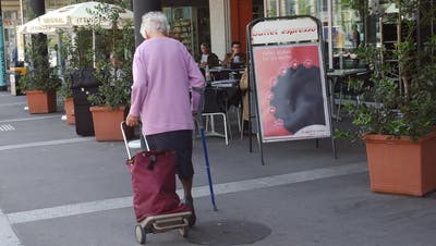 Damit die Frauenfelder Seniorinnen und Senioren in Zeiten von Corona nicht mehr selber Einkaufen müssen, bieten viele Freiwillige ihre Dienste an. ((Symbolbild: Susann Basler))