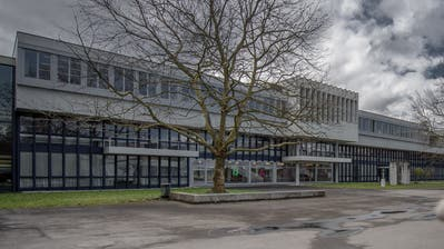 In der Kantonsschule Alpenquai in Luzern sind momentan keine Schüler. Dafür sollen hier Corona-Tests durchgeführt werden. (Pius Amrein)