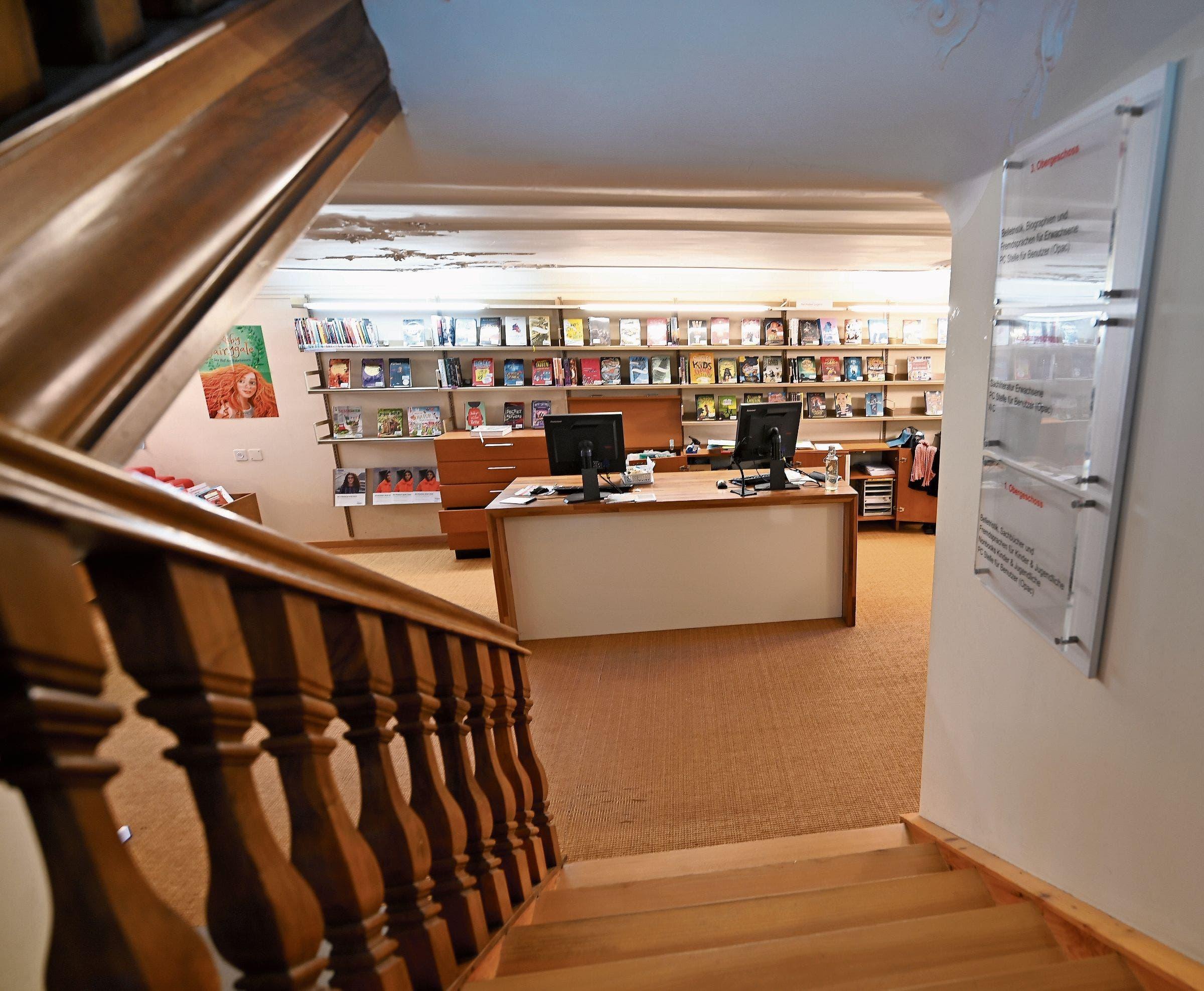 Heute erstreckt sich die Bibliothek über vier Geschosse im Haus Reburg. Künftig, in der Freihof-Passage, soll das ganze Angebot schwellenfrei auf einer einzigen Fläche verfügbar sein.