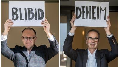 Stadtrat Martin Merki (links) und Stadtpräsident Beat Züsli richten sich mit einer eindeutigen Botschaft an ihre älteren Mitbürgerinnen und Mitbürger. (Bilder: Nadia Schärli (Luzern, 23. März 2020))