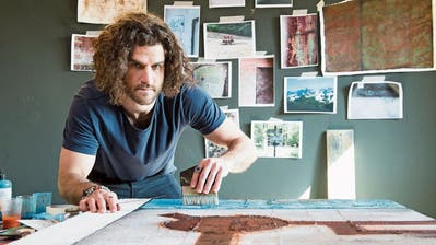 EVZ-Verteidiger Dominik Schlumpf lebt beim Malen seine kreative Ader aus