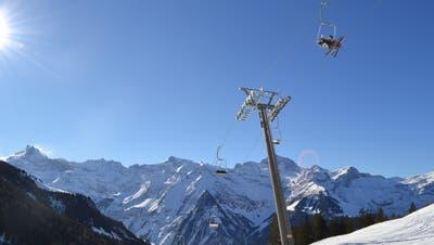 Der Sonnenschein hat auch seine Schattenseiten: Den fehlenden Schnee bekam auch das Skigebiet Biel-Kinzig zu spüren. (Bild: PD)