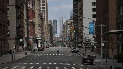 «Rush hour» in New York City: Die Strassen in Manhattan sind in diesen Tagen praktisch menschenleer. (Wong Maye-E / AP)