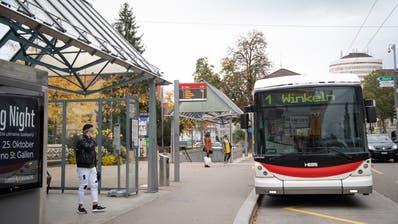 Auf den Linien 1 und 2 sind zusätzliche Verstärkungskurse in der Hauptverkehrszeit am Morgen vorgesehen. Ansonsten fahren die Busse gemäss Sonntagsfahrplan. (Symbolbild: Ralph Ribi)