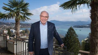 Fritz Erni auf der Beach Bar Terrasse des Hotels Montana: «Ab Montag bin ich offiziell pensionierter Hotelier.» ((Bild: Eveline Beerkircher, Luzern, 23. März 2020))