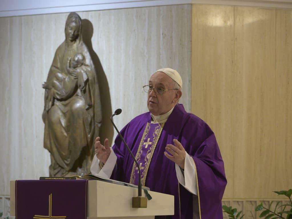 Papst Franziskus hat im Zuge der Corona-Pandemie den Sondersegen «Urbi et Orbi» gespendet und die Menschen zu mehr Zusammenhalt in der Krise aufgerufen.