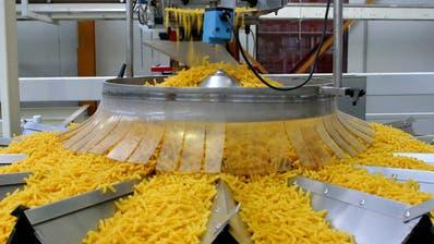 Laufen zurzeit auf Hochtouren: Die Produktionsmaschinen der Thurgauer Firma Pasta Premium. (Susann Basler)