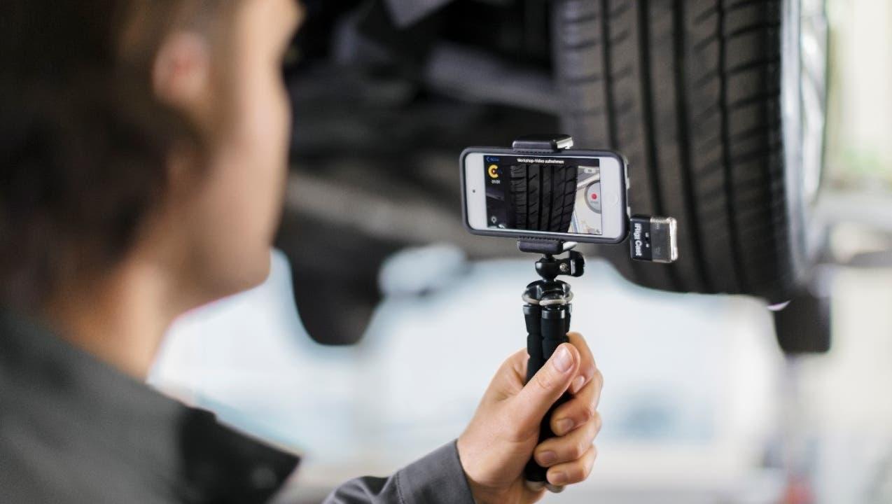 Ford bietet seinen Kunden an, über Video live bei der Reparatur und Wartung zuzuschauen und einzelne Arbeitsschritte freizugeben. (zvg)