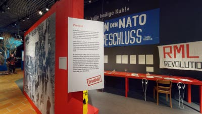 Blick in die Ausstellung «Ernstfall! Die Schweiz im Kalten Krieg». (Bild:Museum Burg Zug/A. Odermatt)