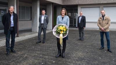 Die gewählten Buchrainer Gemeinderäte vor dem Gemeindehaus (von links): Ivo Egger (SP), Heinz Amstad (FDP), Mirjam Urech (CVP), Stephan Betschen (FDP) und Patrick Bieri (FDP). (Bild: Eveline Beerkircher (Buchrain, 29. März 2020))