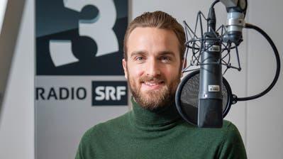 Julian Thorner, SRF-3-Radiomoderator aus Frauenfeld im Radiostudio in Zürich. ((Bild: Urs Bucher))
