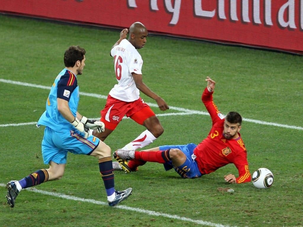 Gelson Fernandes trifft zum bislang einzigen Sieg der Schweiz gegen Spanien im Sommer 2010