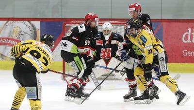Die Frauenfelder (schwarz) warfen im Halbfinal den EHC Burgdorf aus demPlayoff. (Mario Gaccioli (Frauenfeld, 22. Februar 2020))