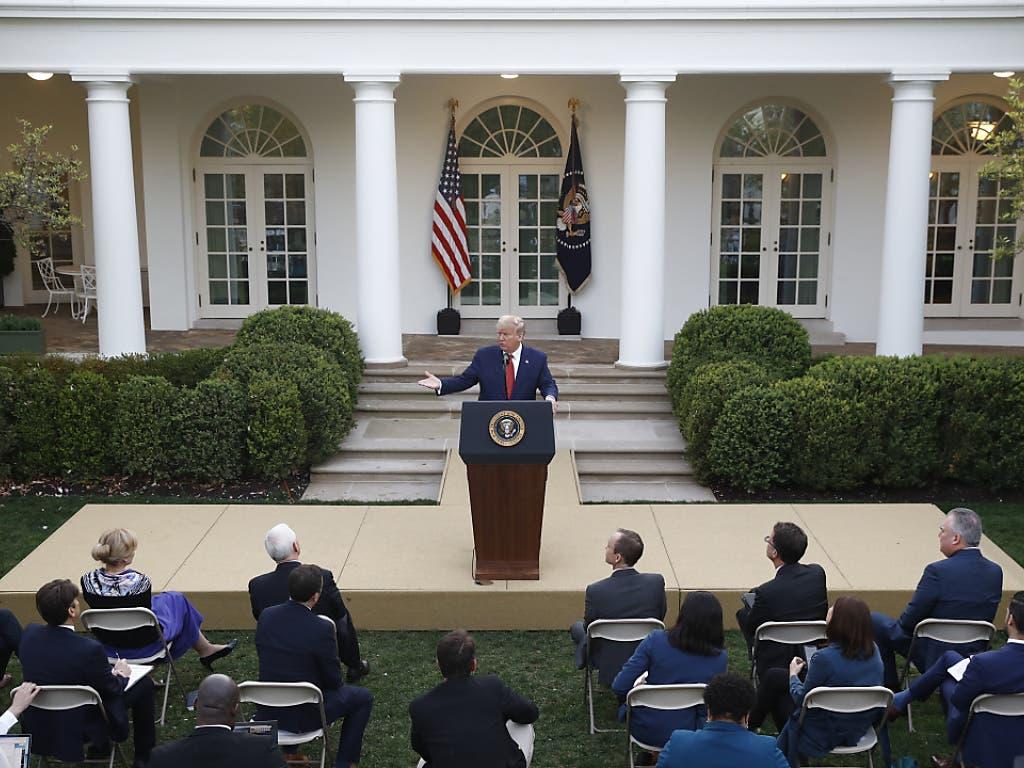 US-Präsident Donald Trump gibt eine Medienkonferenz im Garten des Weissen Hauses zur Corona-Situation.