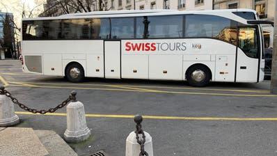 Das kommt der Swiss irgendwie bekannt vor: Der neue Schriftzug des Genfer Reiseanbieters Swisstours Transport SA. (Benjamin Weinmann)
