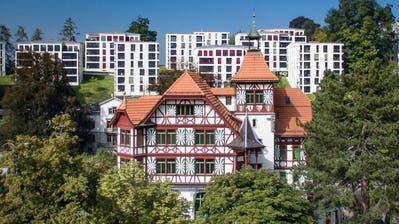 Was St.Gallen ausmacht, nicht zerstören, aber Raum für Neues schaffen. Das ist die Gratwanderung bei der Revision von Bauordnung und Zonenplan. Im Bild die Militärkantine vor den Neubauten auf dem Chrüzacker. (Bild: Benjamin Manser (22. 6.2016))