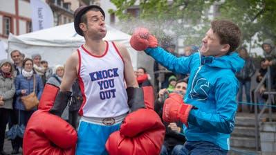 Boxkampf auf dem Gallusplatz am Strassenkunstfestival 2019. (Bild: Urs Bucher (12.5.2019))