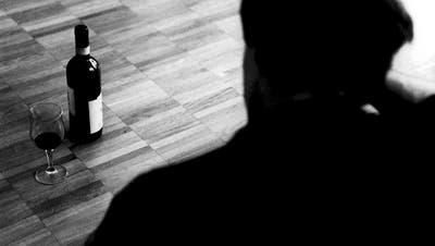 Suchtmittelmissbrauch beginnt häufig in Zeiten von erhöhtem Stress. (Bild: Keystone)
