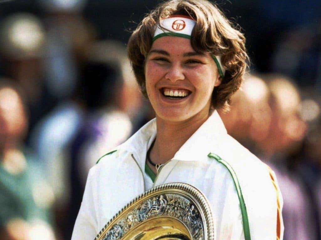Martina Hingis strahlt am 5. Juli 1997 nach ihrem Wimbledon-Finalsieg gegen Jana Novotna