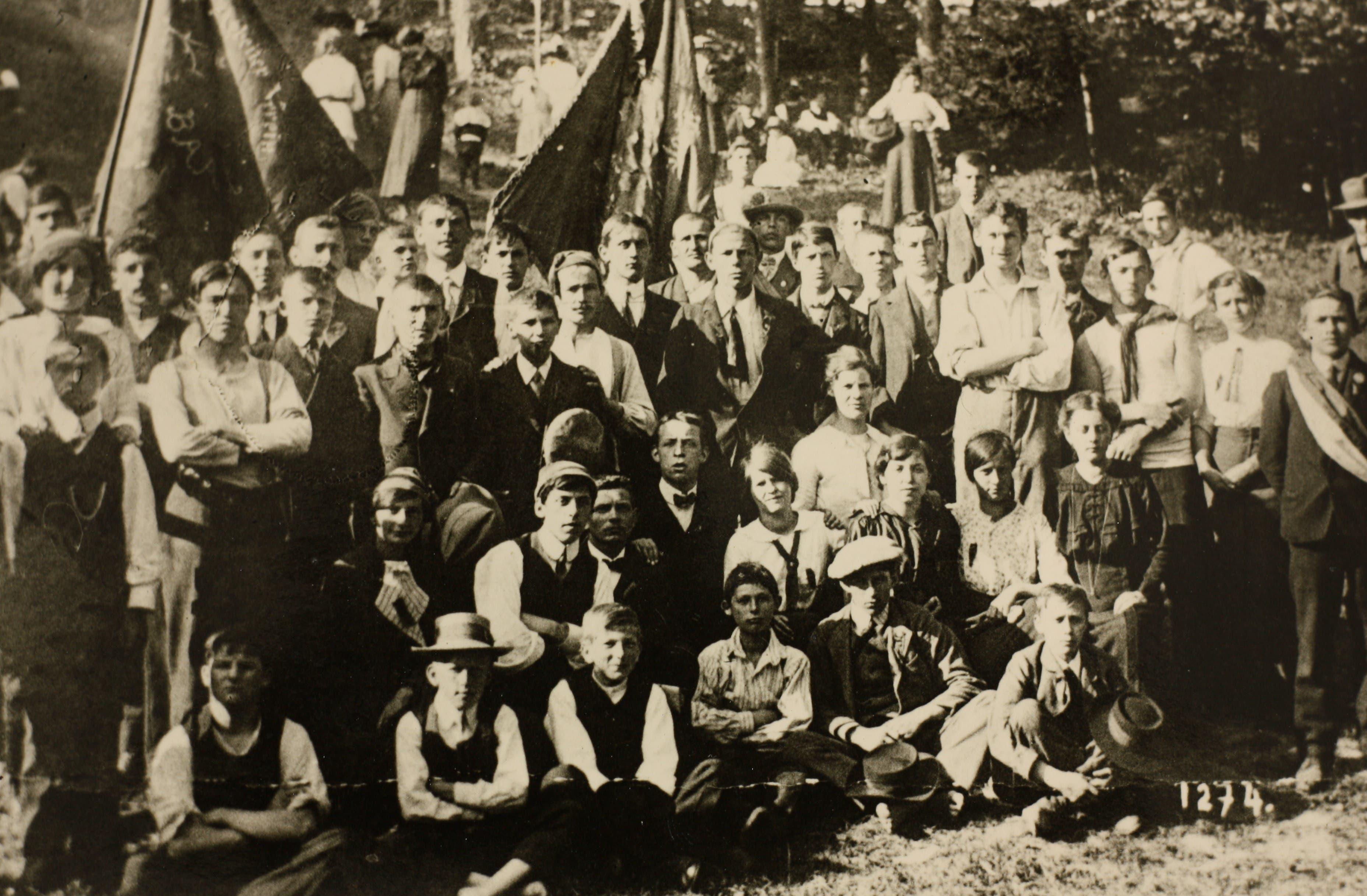 Aus der sozialdemokratischen Freien Jugend Baar geht der Arbeiterturnverein und spätere Satus hervor.