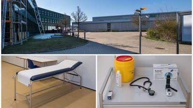 Bei der Sporthalle BBZ wird ein Testzentrum errichtet. Hier werden die Autos durchfahren. (Bild: Eveline Beerkircher, Willisau, 31. März 2020)
