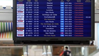 Das Coronavirus hat auch den Flughafen in Buenos Aires lahmgelegt. Mit einer vom Bund gecharterten Maschine konnten 232 Schweizer Bürger dennoch heimkehren. (Keystone)