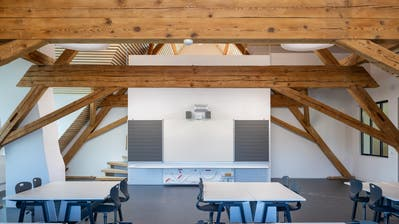 Ein Klassenzimmer im Dachgeschoss des neu sanierten Schulhaus Spitz. (PD/Patrick Itten)