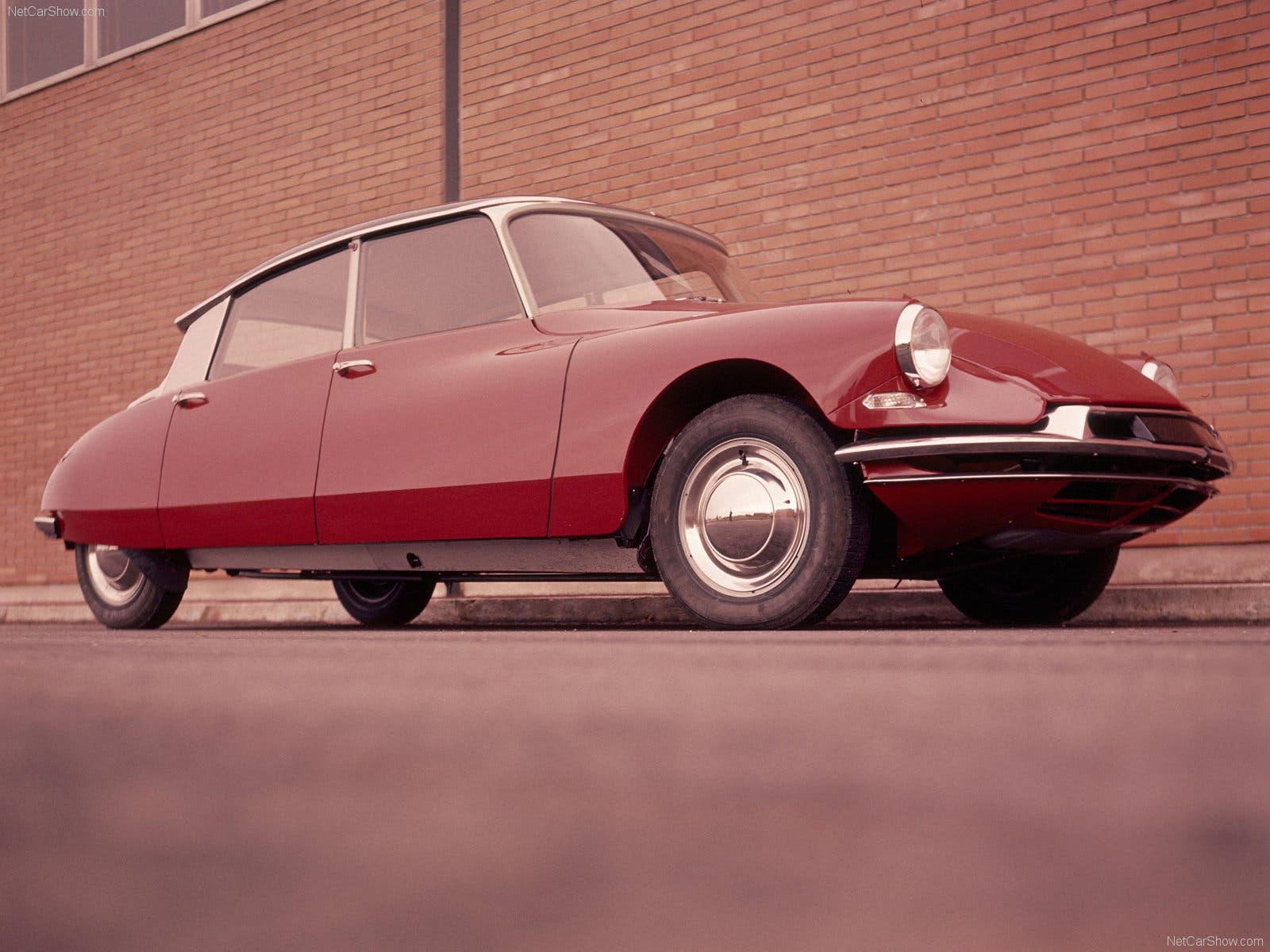 Vorgänger und Namensgeber der französischen Luxusmarke: Die Citroën DS war der Inbegriff der französischen Luxuslimousine und beeindruckte Ende der 50er Jahre mit Komfort und innovativer Technik.