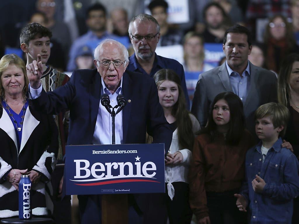 Der Bewerber für die US-Präsidentschaftskandidatur, Bernie Sanders, zeigt sich siegessicher - trotz einer unerwarteten Siegesserie seines Konkurrenten Joe Biden.