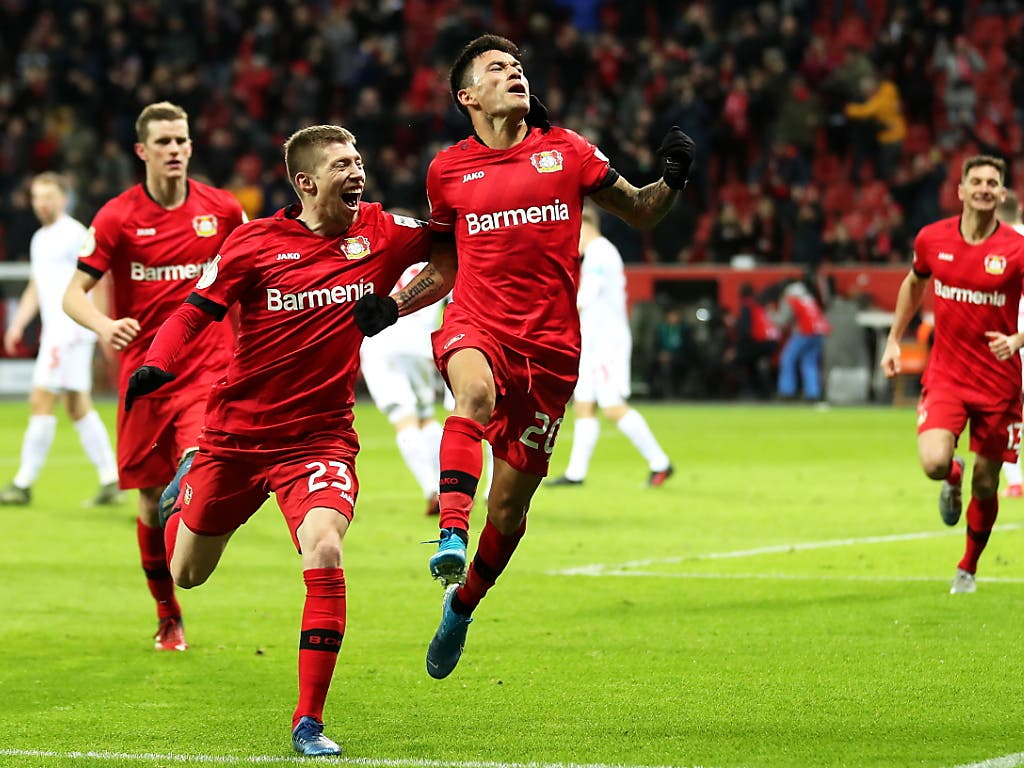 Aranguiz (20) freut sich über den Siegtreffer für Leverkusen