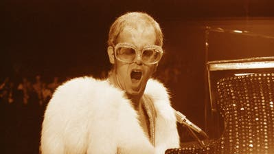 Die übergrosse XXL-Brille, ursprünglich ein Schutz vor den Paparazzi, wurde Jackie Kennedys Markenzeichen. (Bild: Getty)