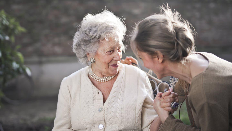 Home Instead betreut Senioren zuhause und ist damit die Alternative zu Alter-, Pflegeheim oder betreutem Wohnen.