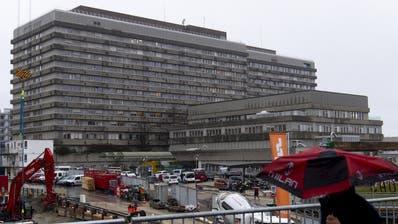 Das Universitätsspital Lausanne wo die 74-jäjrige Frau verstorben ist. (Keystone)