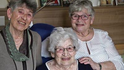 Vera Luder mit ihren Töchtern Vera Egger (links) und Maja Guillaume-Gentil. (Bild: Elisabeth Fitze)