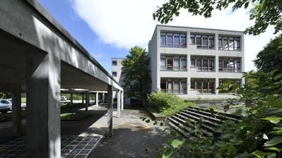 Die Primarschule Riethüsli soll einem Neubau weichen. Der Baubeginn ist 2023 vorgesehen. (Bild: Ralph Ribi/7. März 2020)
