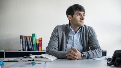 Forensiker Shlemen Hanno öffnet im April eine Gemeinschaftspraxis in der Stadt Luzern. (Bild: Pius Amrein (Luzern, 20. Mai 2016))