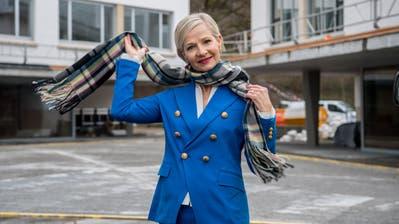 Manuela Jost vor dem fast fertigen Schulhaus Staffeln in Reussbühl. (Nadia Schärli / Luzerner Zeitung)