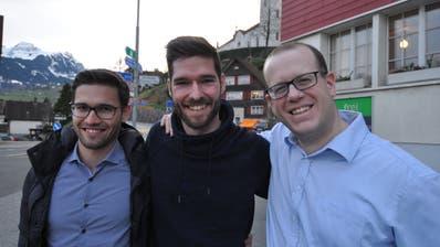 Waren gestern trotz des Verlusts eines Sitzes für die SVP Werdenberg guter Dinge: (von links) Sascha Schmid, Dominic Büchler und Mirco Rossi. (Armando Bianco)