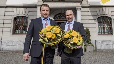 Neu gewählt: Daniel Furrer (CVP) nimmt Gratulationen von Regierungsrat Dimitri Moretti (SP) entgegen. (Bild: Urs Flüeler/Keystone)